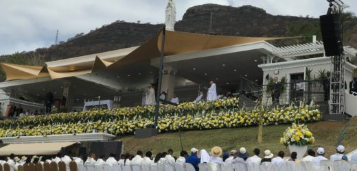 ĐTC Cử Hành Thánh Lễ Tại Tượng Đài Đức Maria Nữ Vương Hòa Bình