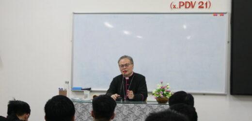 ĐCV Huế: Đức Tổng Giám Mục Huế Huấn Đức Mùa Chay Cho Các Chủng Sinh