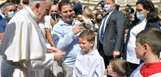 ĐTC Phanxicô: Trên Thánh Giá, Chúa Giêsu Cầu Nguyện Cho Mỗi Người Chúng Ta